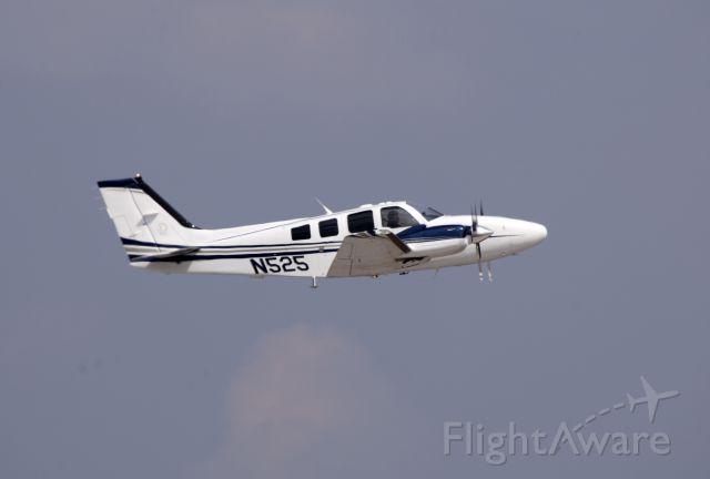 Beechcraft Baron (58) (N525)