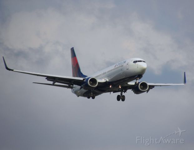Boeing 737-800 (N3749D) - On final for 28R after a long flight from SAN