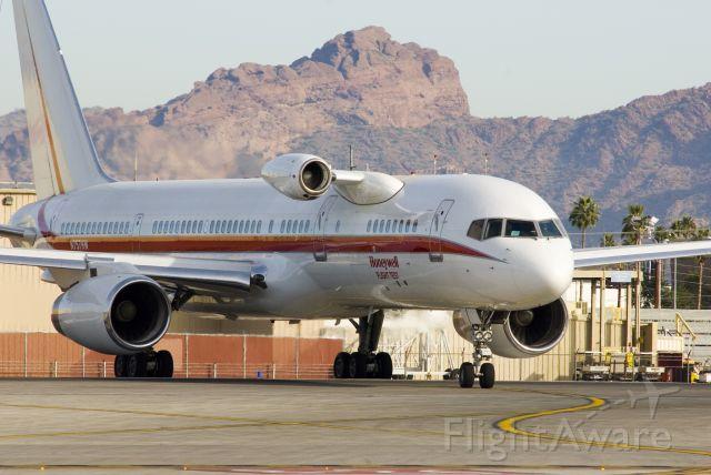 Boeing 757-200 (N757HW) - First flight with test engine installed (12/08)