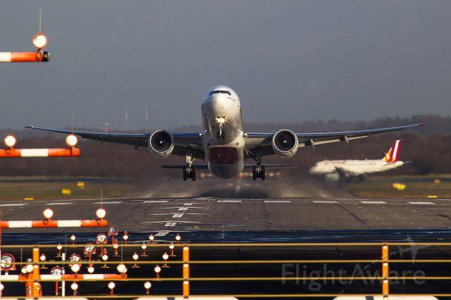 BOEING 777-300 (A6-ENS)