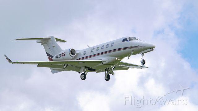 Embraer Phenom 300 (N424QS)