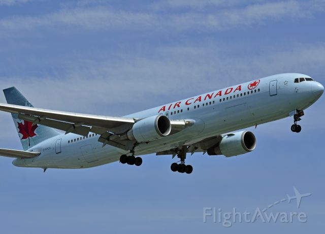 BOEING 767-300 (C-FPCA)