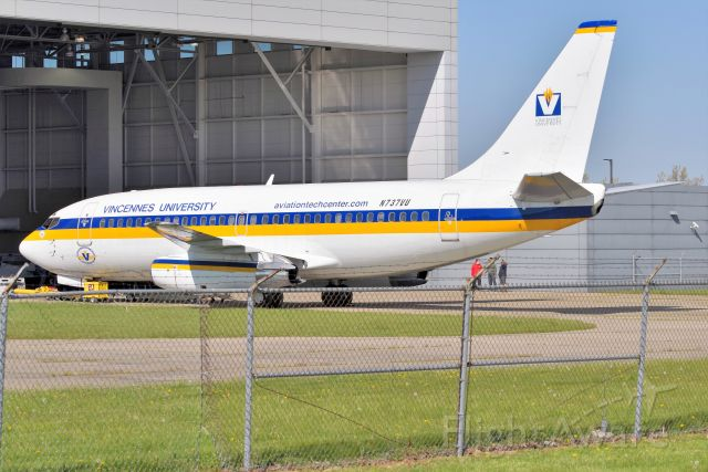 Boeing 737-200 (N737VU) - Ex UA aircraft. Haven't seen this one outside in the sun in several years. She still looks great!