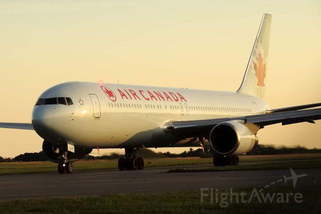 BOEING 767-300 (C-GLCA)