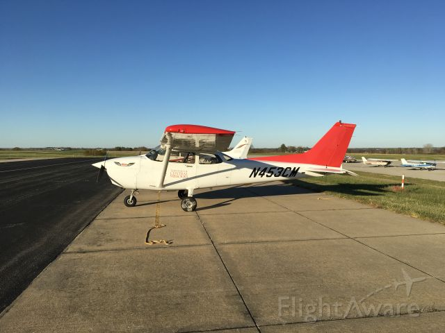 Cessna Skyhawk (N453CM) - Red tail, in honor of the Tuskegee Airmen.