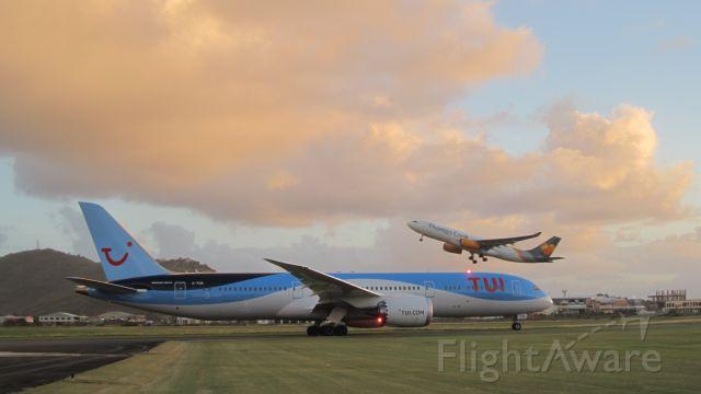 Boeing 787-9 Dreamliner (G-TUIK)