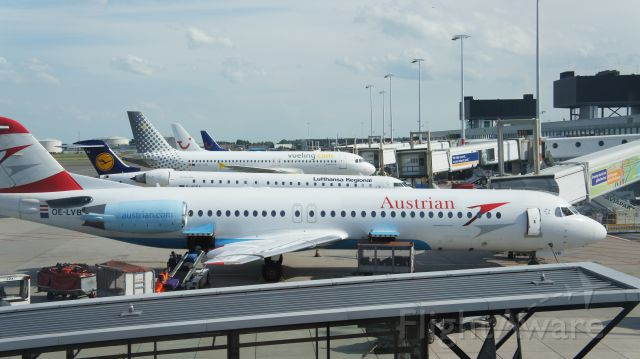 — — - B727 first, CRJ-900 in second and the last A320