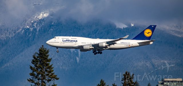 Boeing 747-400 (D-ABVW) - Lufthansa Boeing 747-430 D-ABVW short final approach at YVR from Frankfurt, with Grouse Mountain ski area in the background