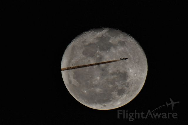 — — - Commercial Airliner passing in front of the moon