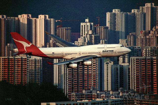 Boeing 747-400 (VH-OJF) - Hazy evening sun / Slide scan Kodak EBX
