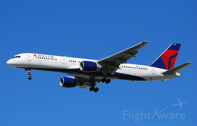 Boeing 757-200 (N669DN) - Delta Air Lines Boeing 757-232 N669DN / 669 (cn 25142/377)  Las Vegas - McCarran International (LAS / KLAS) USA - Nevada, 10-12-2010 Photo: Tomás Del Coro