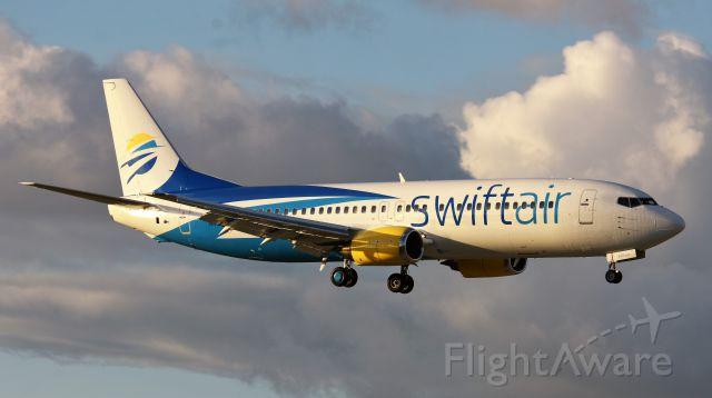 Boeing 737-700 (N438US)