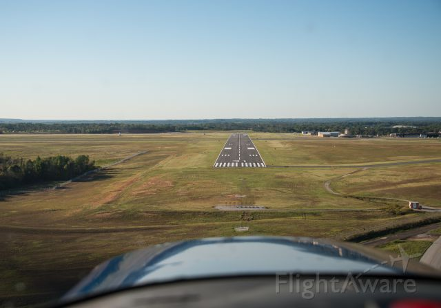 Cessna 152 (N25497) - On final for runway 31.
