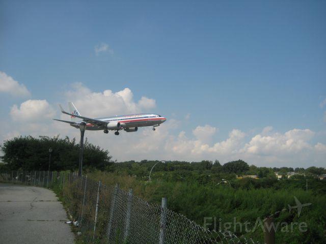 Boeing 737-800 — - AA Boeing 738 final to RWY 04 LGA.