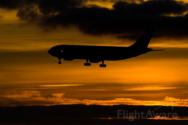 Airbus A300F4-600 (N741FD) - FedEx Flight 3884 arriving SeaTac from Oakland with last minute Cargo on Christmas Eve.