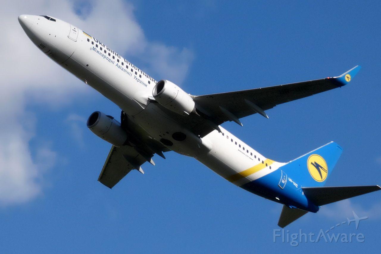 Boeing 737-800 (UR-UIC)