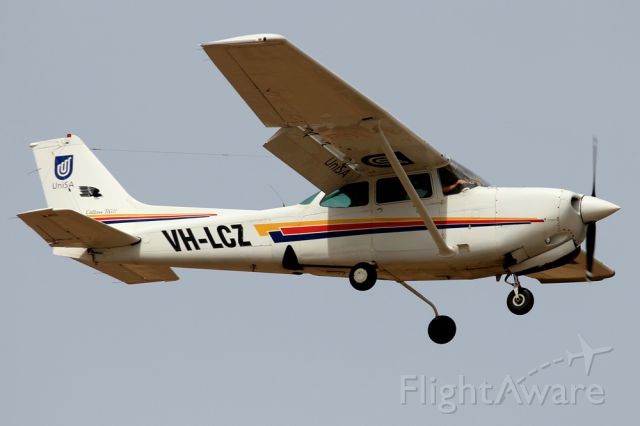 Cessna Cutlass RG (VH-LCZ) - UNISA - UNIVERSITY OF SOUTH AUSTRALIA CESSNA 172RG CUTLASS RG II - REG VH-LCZ (CN 172RG-0578) - PARAFIELD ADELAIDE SA. AUSTRALIA - YPPF (06/11/2014)CAMERA CANON 550D WITH 300MM CANON LENSE