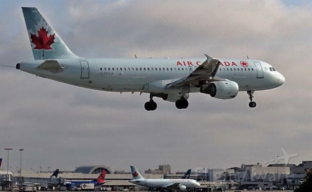 Airbus A320 (C-FDCA)