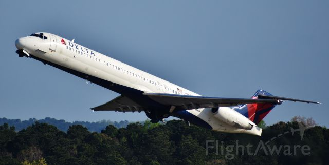 McDonnell Douglas MD-88 (N919DE) - MAD DOG! Beautiful as always.  The MD-88s are leaving ATL-RDU soon, so I