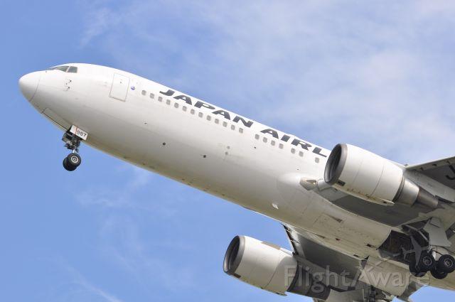 BOEING 767-300 (JA8987)