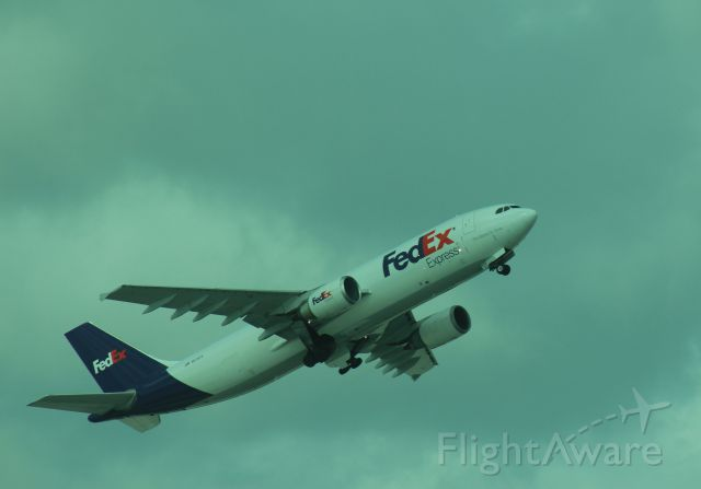 Airbus A300F4-600 (N674FE) - 121013 outbound from Rwy 8R