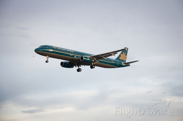 Airbus A321 (VNA392) - Landing
