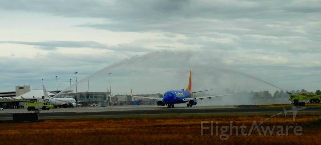 Boeing 737-800 (N8530W) - Water cannon salute on a gloomy day for this Southwest Airlines Boeing 737-800 as it taxis for departure on its inaugural flight to San Diego. To bad it