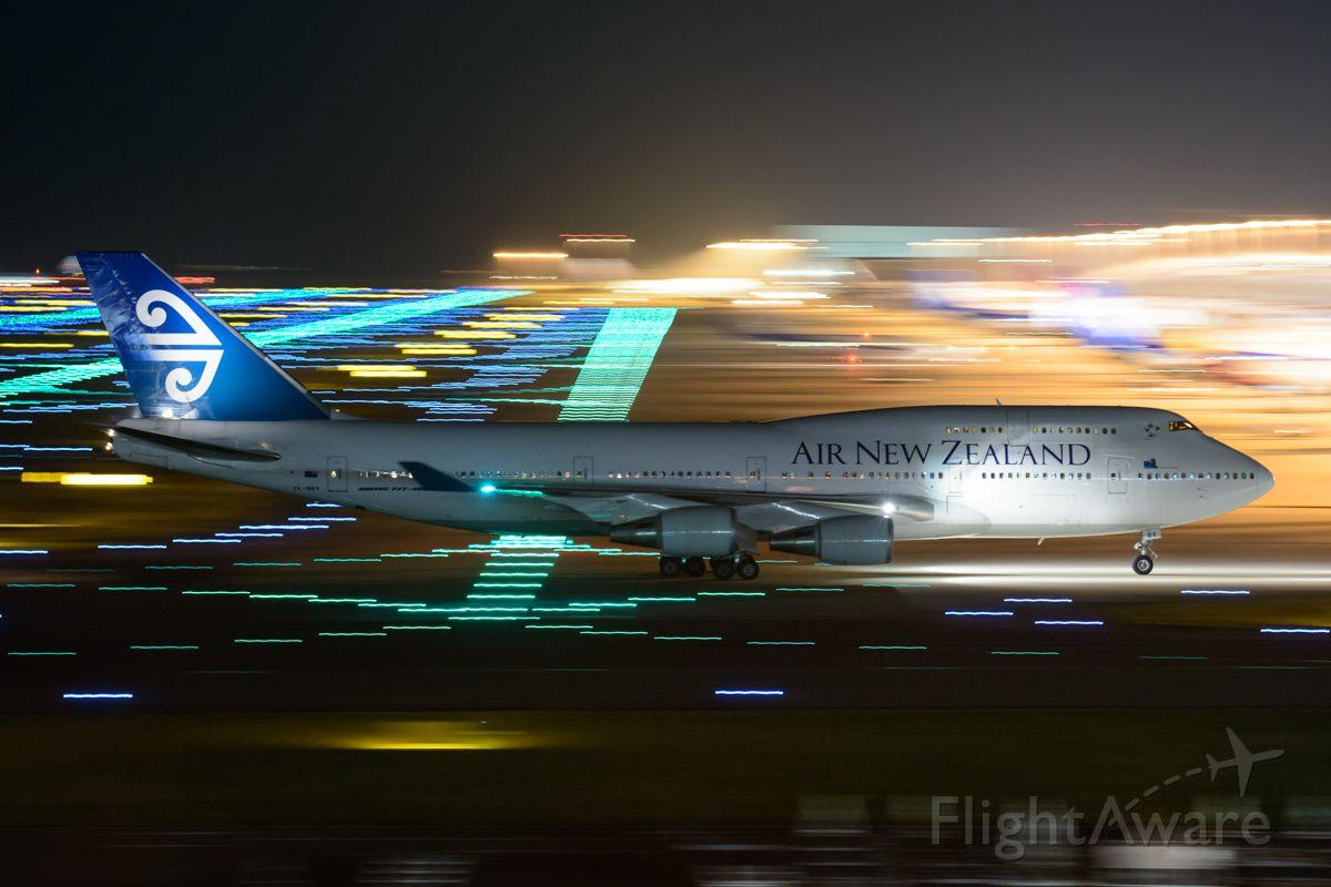 Boeing 747-400 (ZK-NBV)