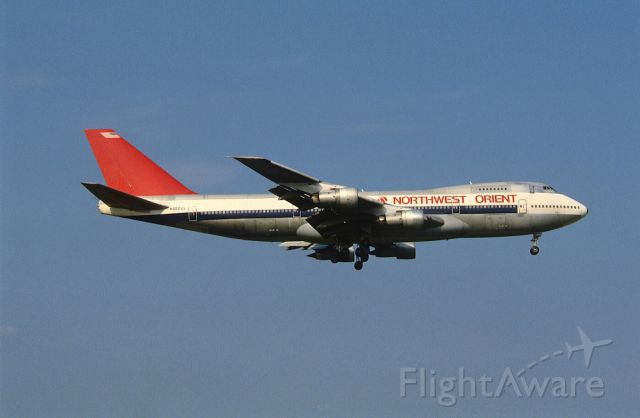 BOEING 747-100 (N602US) - Final Approach to Narita Intl Airport Rwy16 on 1986/08/10