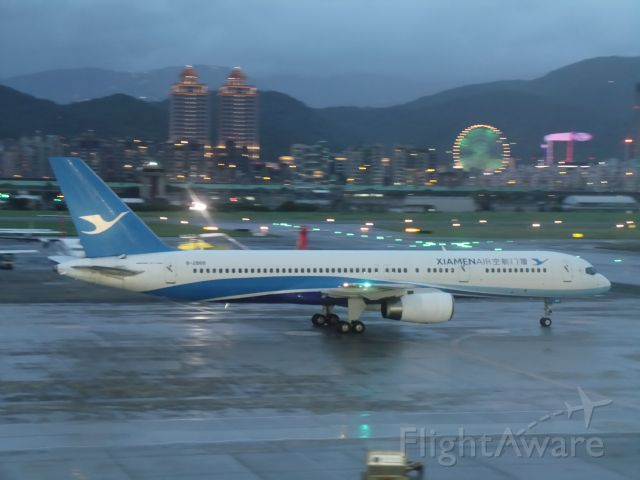 Boeing 757-200 (B-2868)