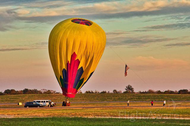 N3121X — - End of a flight. br /Head Balloons AX8-105