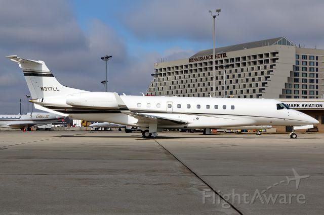 Embraer ERJ-135 (N317LL)