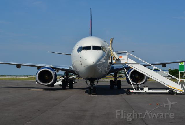 Boeing 737-800 (N3745B) - A nose view of N3745B.