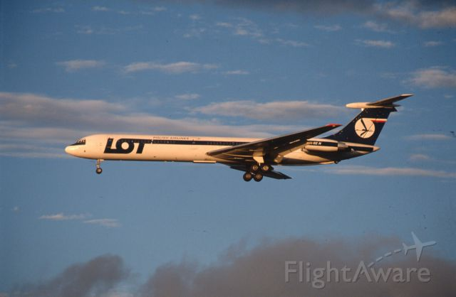Ilyushin Il-62 (UNKNOWN) - Final Approach to Narita Intl Airport Rwy34 on 1988/08/20