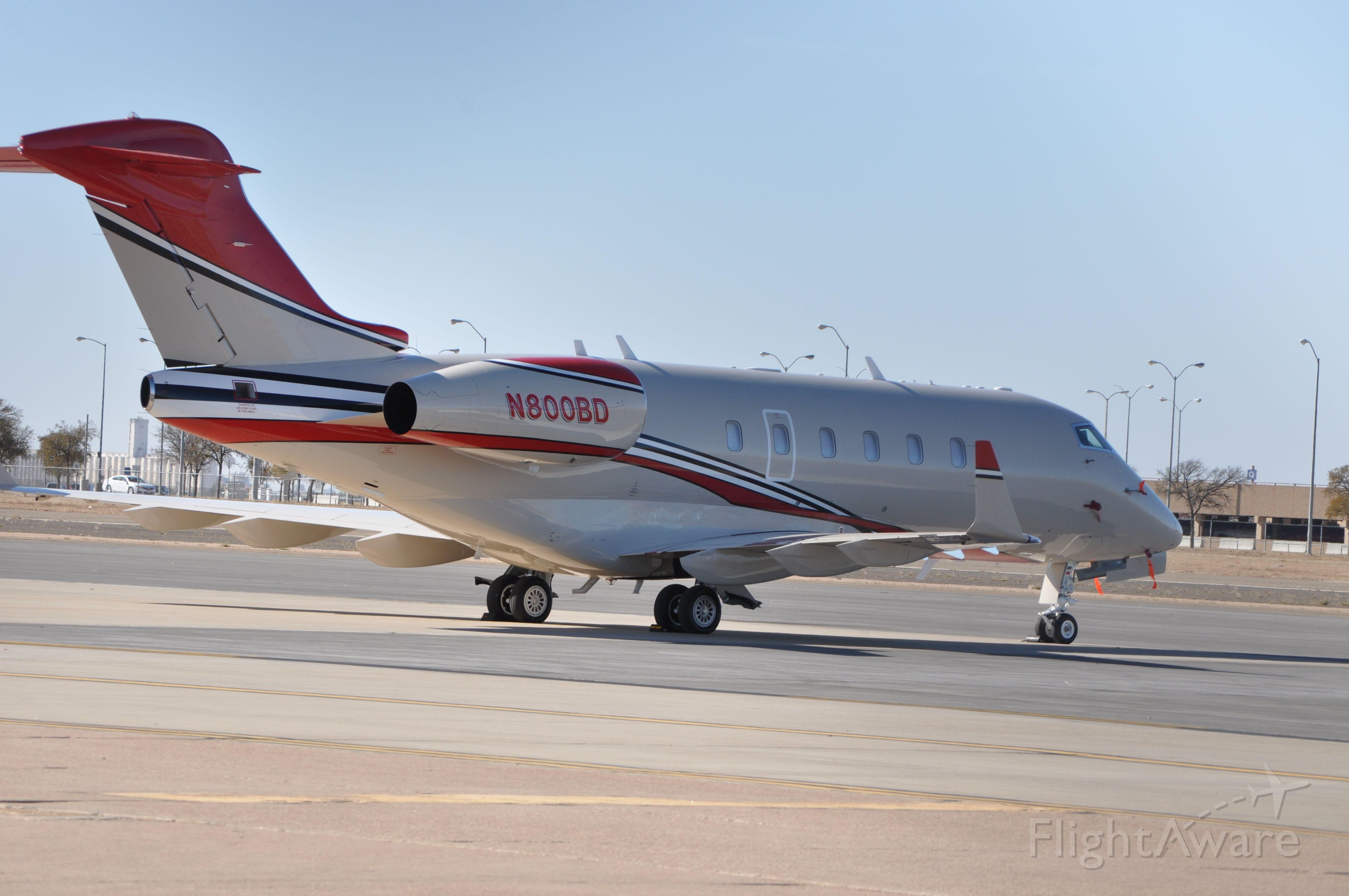 Bombardier Challenger 300 (N800BD)