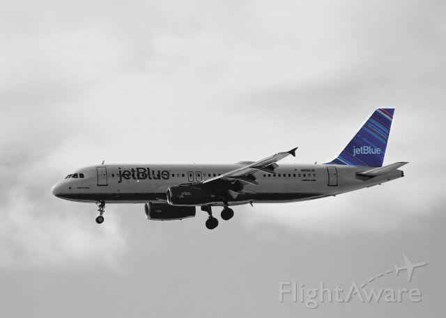 Airbus A320 (N590JB)