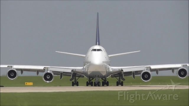 Boeing 747-400 (D-ABVP) - taxing to R23L