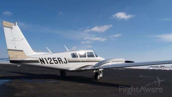 Piper PA-30 Twin Comanche (N125RJ)