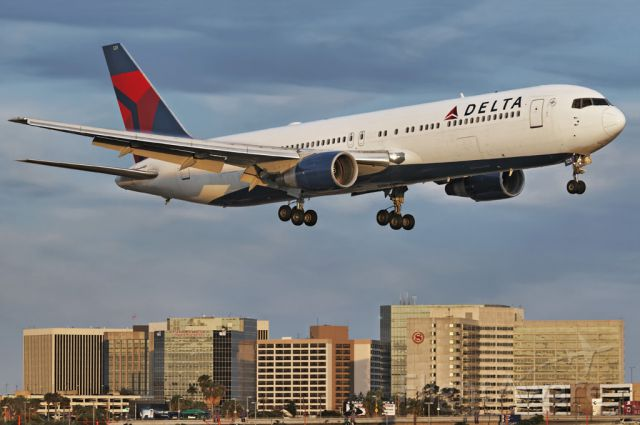 N125DL — - Sunset arrival for this Delta Air Lines operated Boeing 767-332 about to touch down at the Los Angeles International Airport, LAX, in Westchester, Los Angeles, California