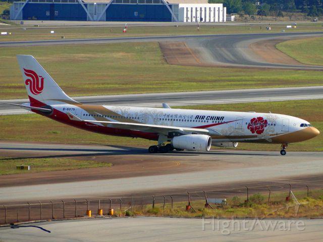 Airbus A330-200 (B-6075) - Air China - B-6075 - Airbus A330-200 - Pintura especial (Zijin Hao) Vermelho e dourado o único da frota