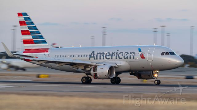 Airbus A319 (N9018E) - Arriving 18R<br />11/17/18
