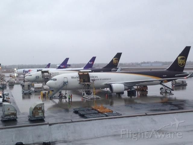 BOEING 767-300 (N305UP) - Busy day for UPS and FedEx at the airport