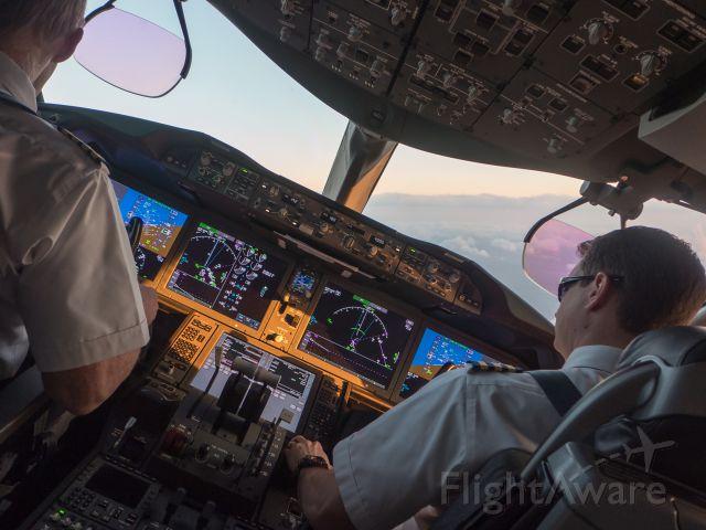 Boeing Dreamliner (Srs.8) — - On the base leg for landing at IAH