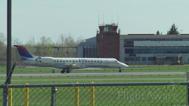 Embraer ERJ-135 (N571RP)