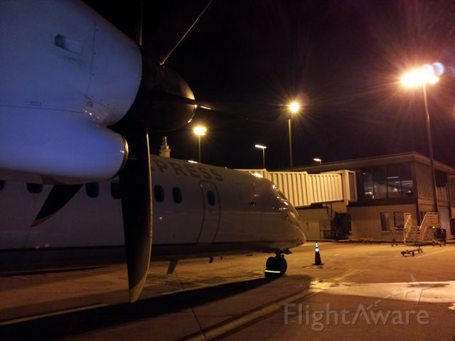 de Havilland Dash 8-400 (N332NG)