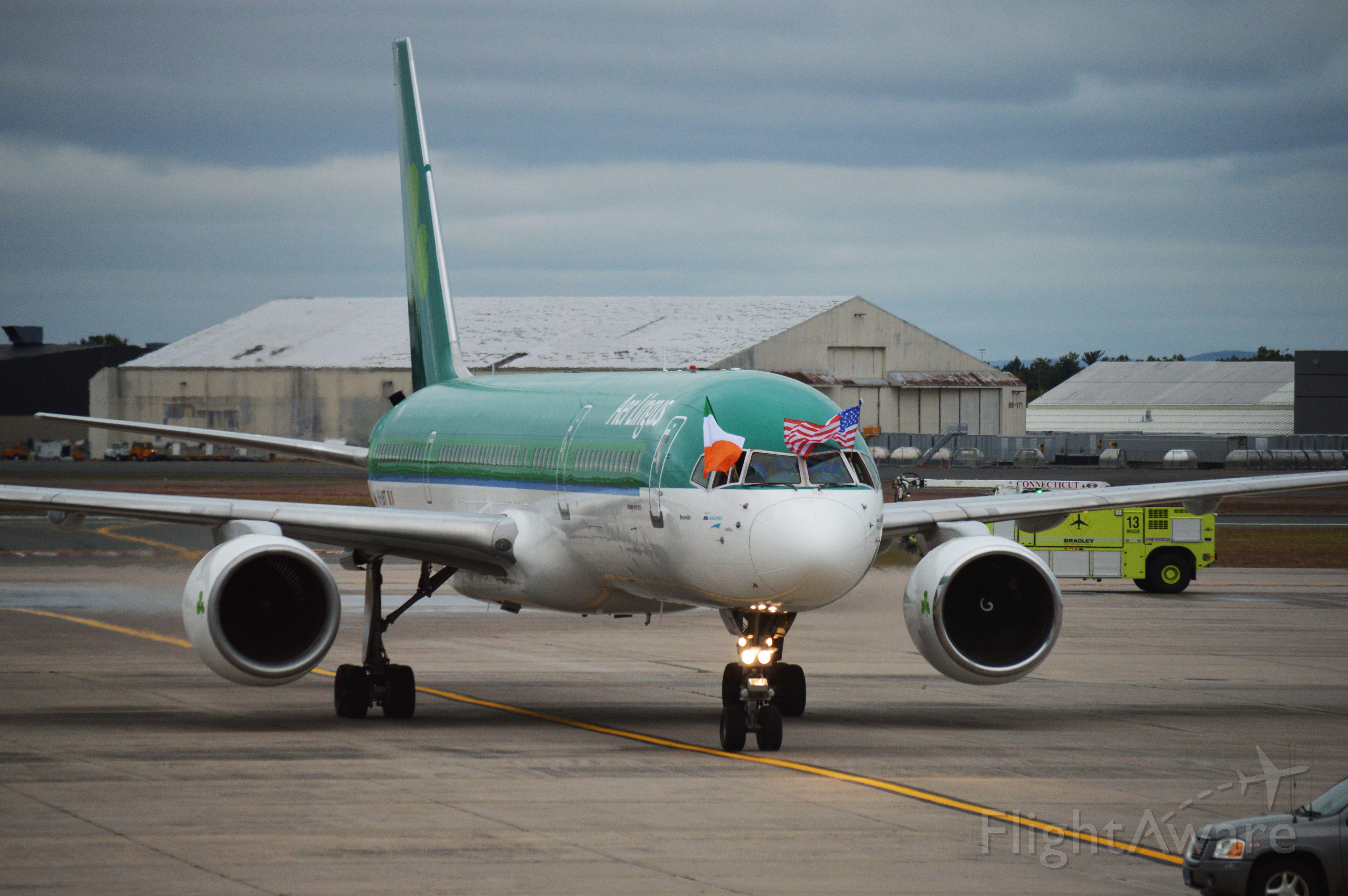 Boeing 757-200 (EI-LBT) - Welcome to Bradley, Aer Lingus!