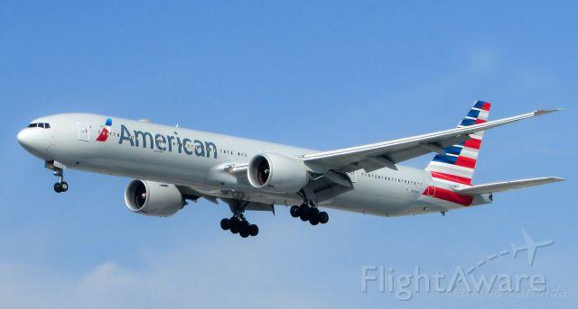 BOEING 777-300 (N721AN)