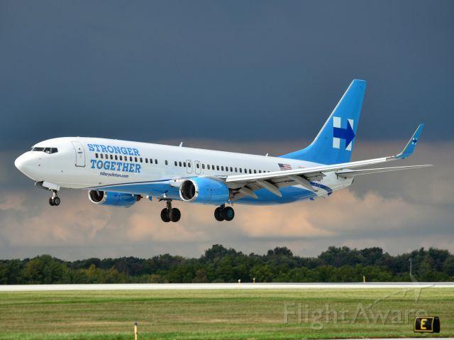 Boeing 737-800 (N881XA)
