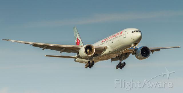 BOEING 777-200LR (C-FIUJ)