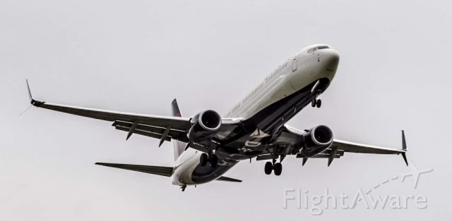 Boeing 737-700 (N862DN) - A Delta 737-900 on final for runway 4L into DTW.